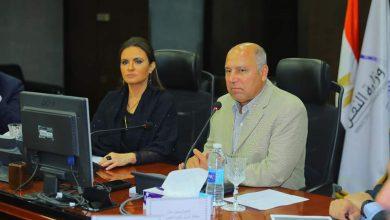 وزيرا النقل والاستثمار يبحثان سُبل تدعيم الإستثمار في مجال النقل بمصر