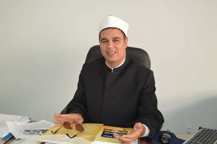 الدكتور عبدالمنعم فؤاد المشرف على الرواق الأزهرى