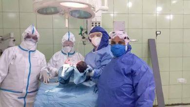 عملية ولادة لمصابة بكورونا