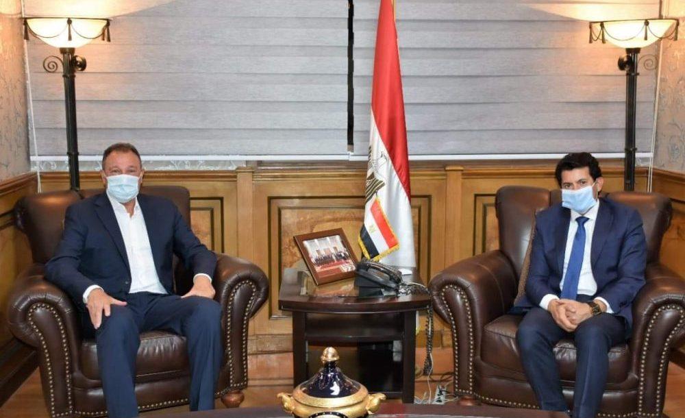 وزير الرياضة يستقبل الخطيب بشأن إجراءات رد تبرعات تركي آل الشيخ - موقع اليوم الإخباري