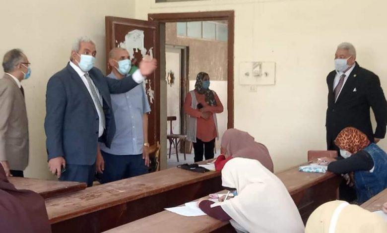 نائب رئيس جامعة الأزهر ينفقد امتحانات الوجه القبلى