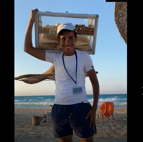 الشاب إبراهيم «بائع الفريسكا»