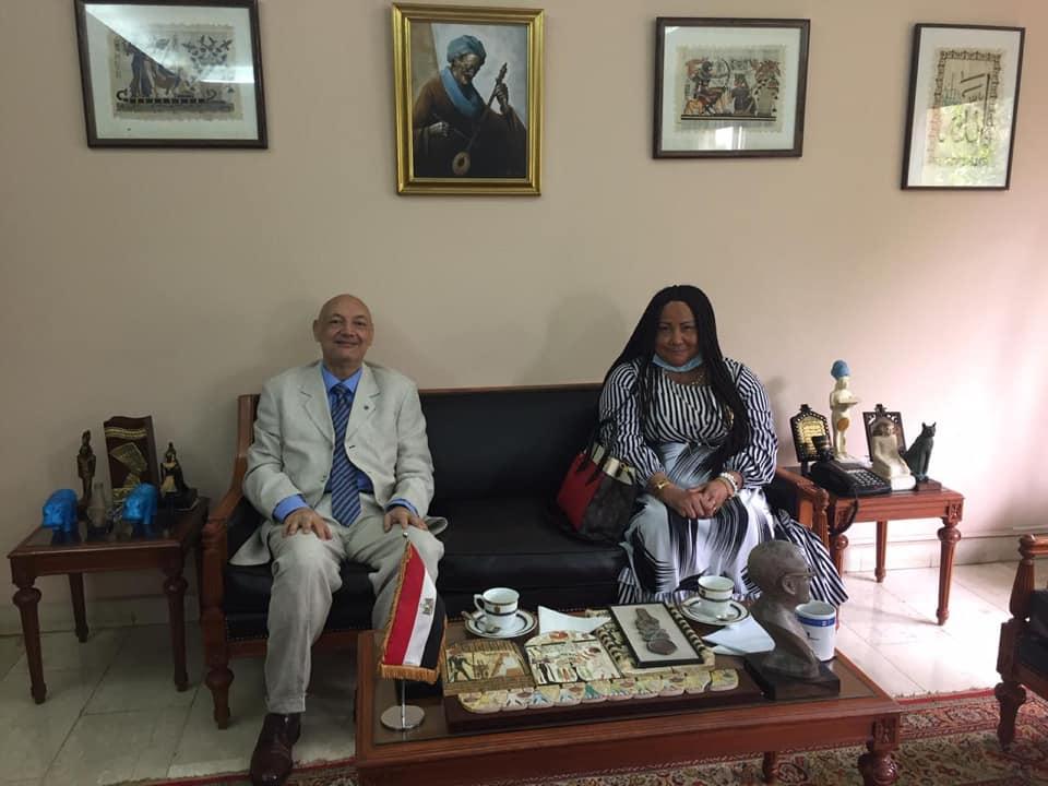 جهود السفارة المصرية في الكاميرون لتعزيز العلاقات بين البلدين
