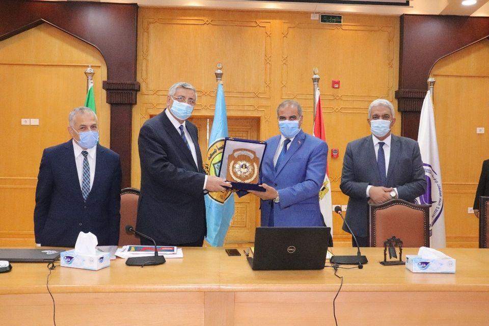 تكريم جامعة الأزهر للدكتور عوض تاج الدين مستشار الرئيس للشئون الصحية