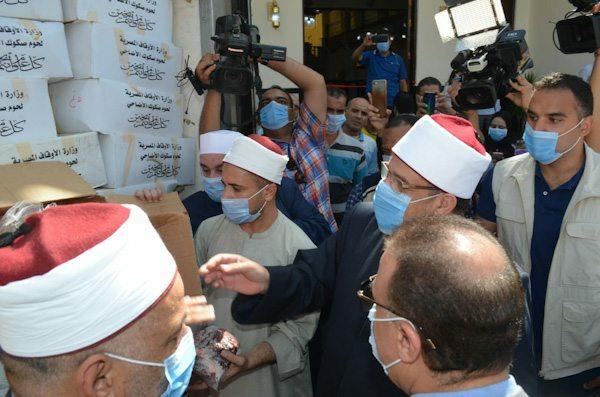 وزير الأوقاف يشهد توزيع لحوم الأضاحى على المستحقين من أبناء الأسكندرية