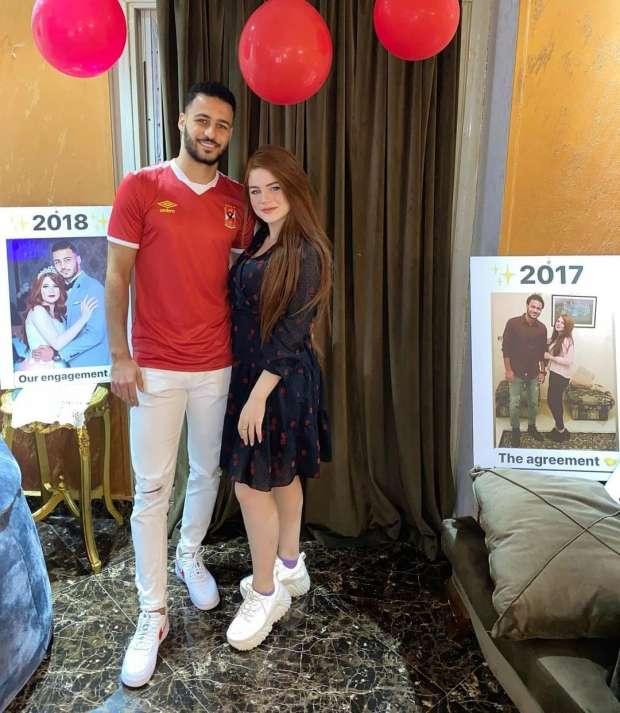 أحمد رمضان بيكهام مع زوجته