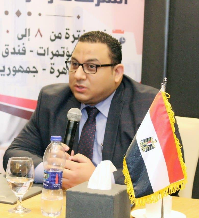 الدكتور كريم عادل، الخبير الاقتصادي،
