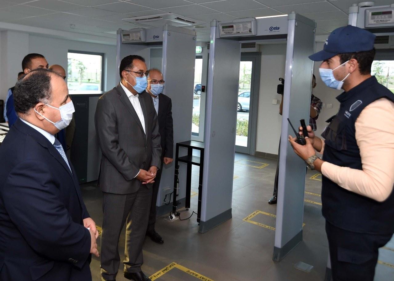 رئيس الوزراء يتابع موقف إنشاء مجمع الإصدارات المؤمنة والذكية