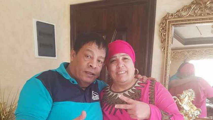 عبد الباسط حمودة برفقة زوجته