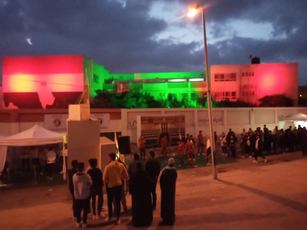 توافد المواطنين على مركز شباب التجمع الأول