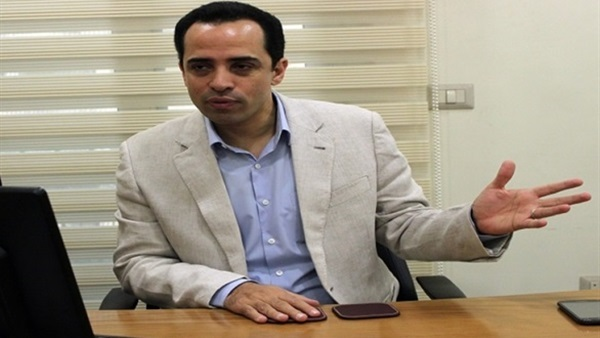 عبد الله المغازي أستاذ القانون الدستوري،