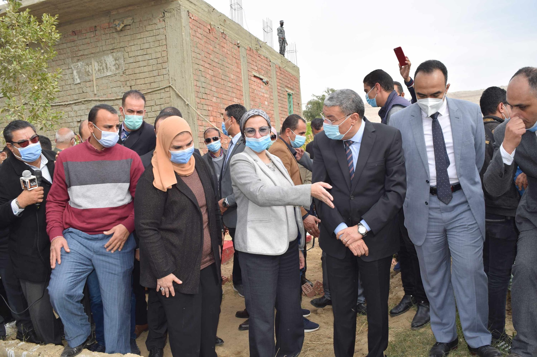 وزيرة البيئة تغازل محافظ المنيا