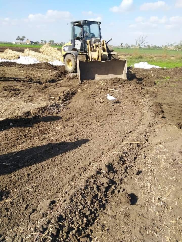 الإزالة الفورية في مواجهة البناء المخالف بقري أسيوط