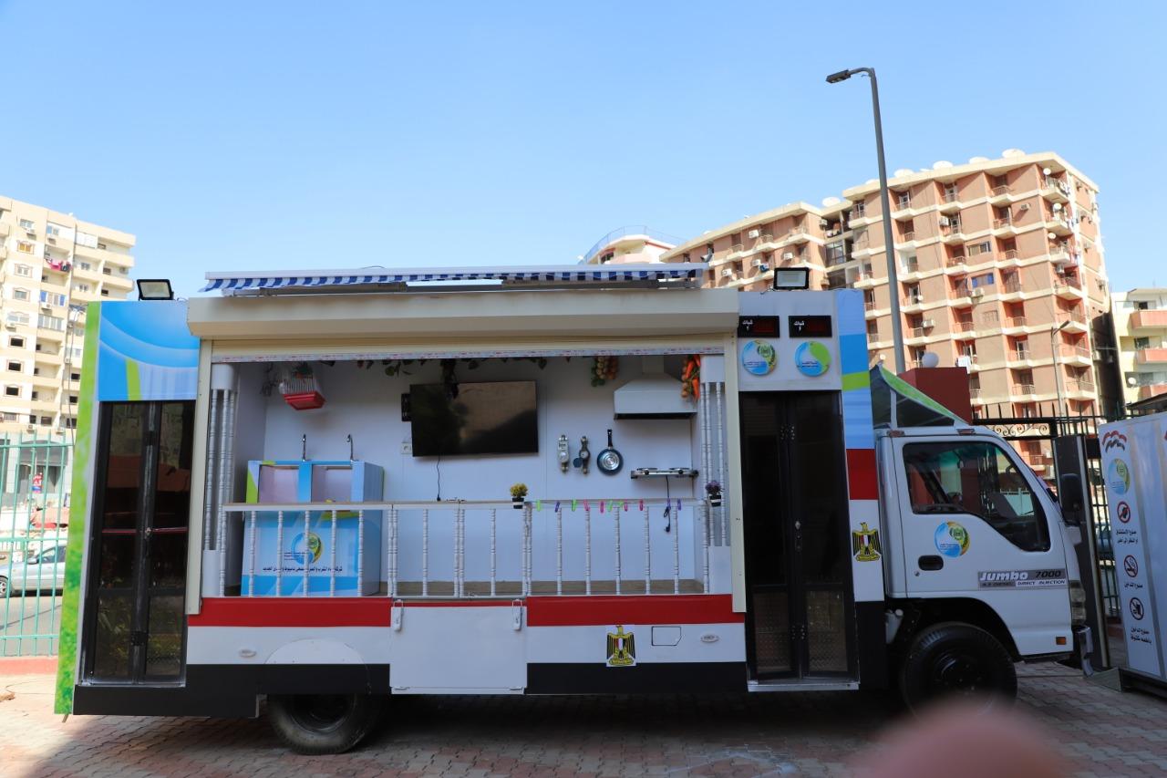 سيارة خدمة العملاء والتوعية المتنقلة تجوب شوارع أسيوط