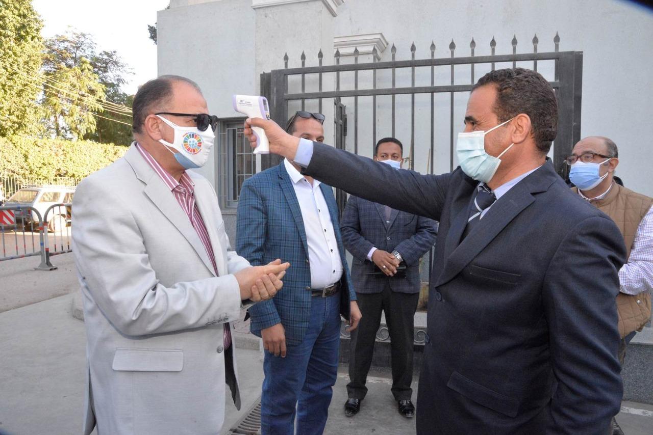 محافظ أسيوط يتفقد مستشفى عزل أبوتيج للاطمئنان على سير العمل