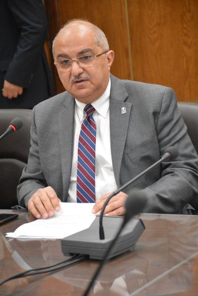 رئيس جامعة أسيوط يكشف عن وجود 12 حالة كورونا بالمستشفى الرئيسي