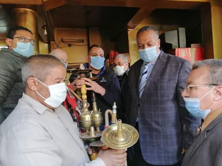 مصادره ٧٠ شيشة في حملة علي مقاهي مدينة أسيوط