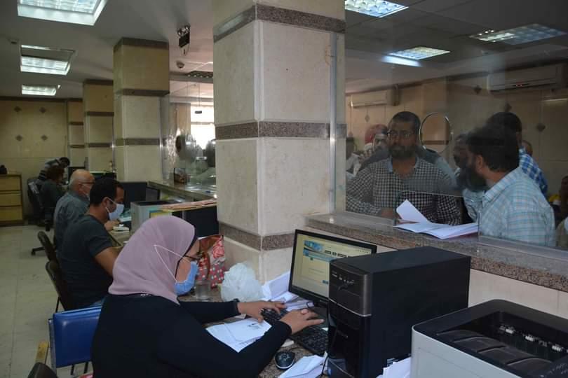 محافظ المنيا يتابع تلقى الطلبات