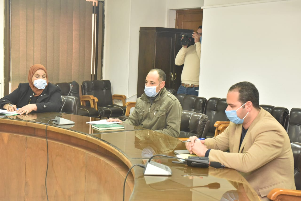محافظ أسيوط يواصل لقاءاته بالمواطنين لبحث الشكاوي والمطالب