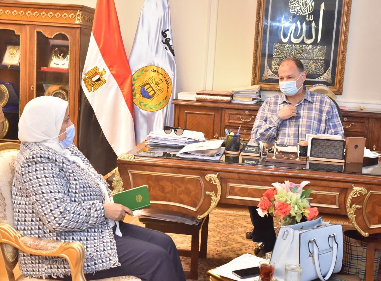 محافظ أسيوط يعلن دعمه الكامل لمبادرة رئيس الجمهورية لتطوير الريف المصرى