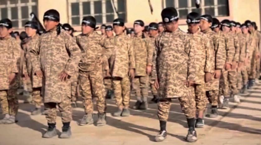تجنيد داعش للأطفال