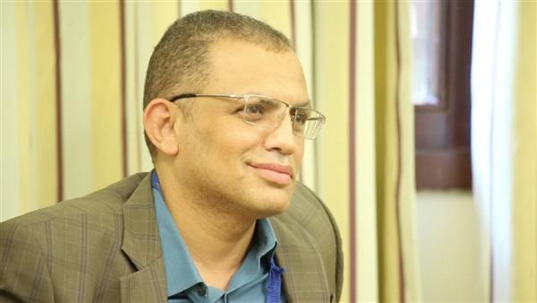 مصطفى عبيد، الكاتب الصحفي والروائي