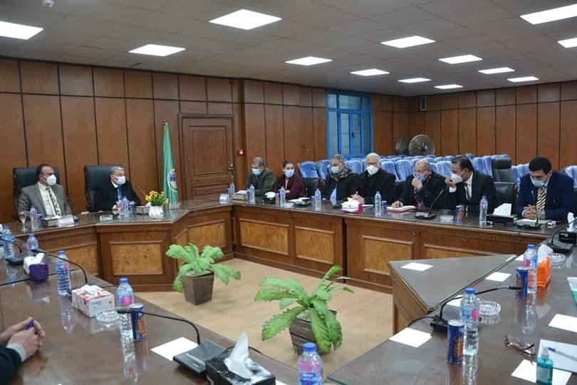 محافظ المنيا مع أعضاء مجلس النواب