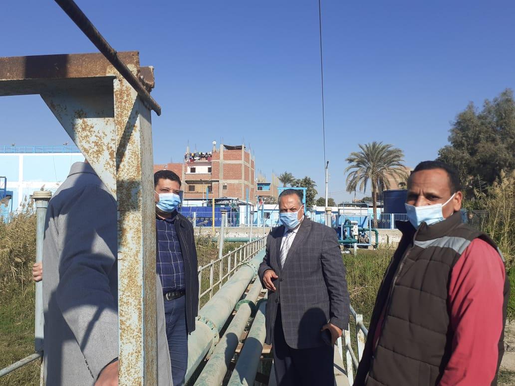 السكرتير المساعد يتفقد مشروع مياه الشرب بمركز ساحل سليم بأسيوط