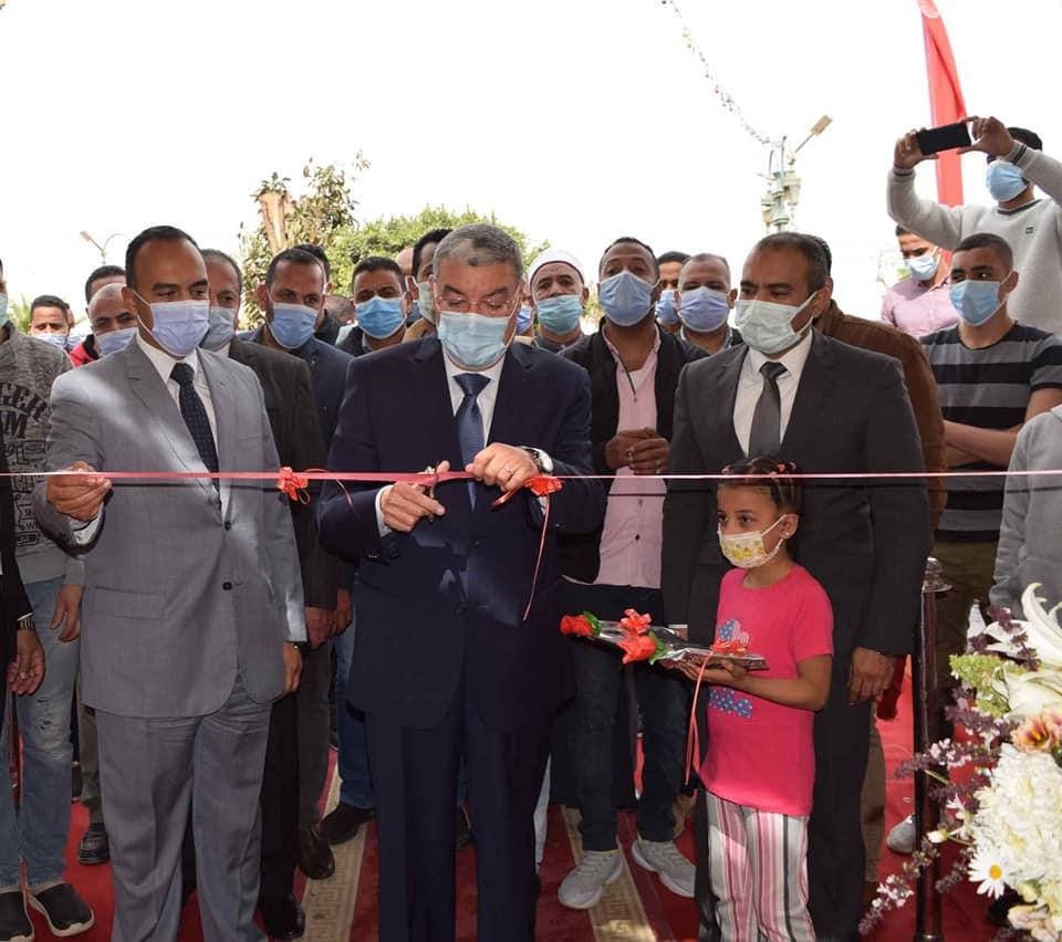محافظ المنيا يفتتح معرض الشباب