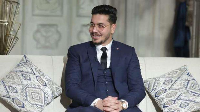 أحمد إبراهيم مؤلف بقول عادي