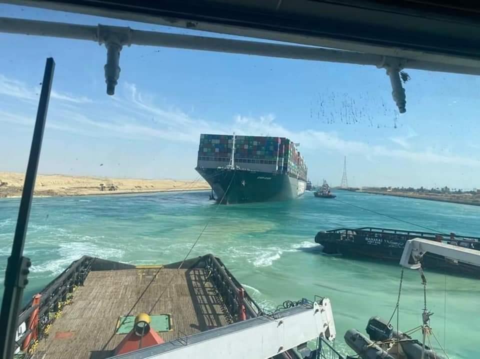 تعويم سفينة قناة السويس