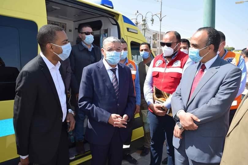 محافظ المنيا يتفقد سيارات الاسعاف