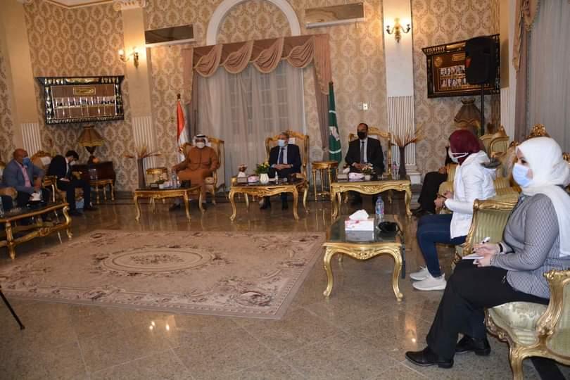 جلسة مباحثات بين محافظ المنيا وسفير الامارات