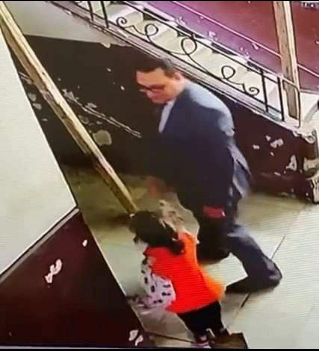 التحرش بطفله