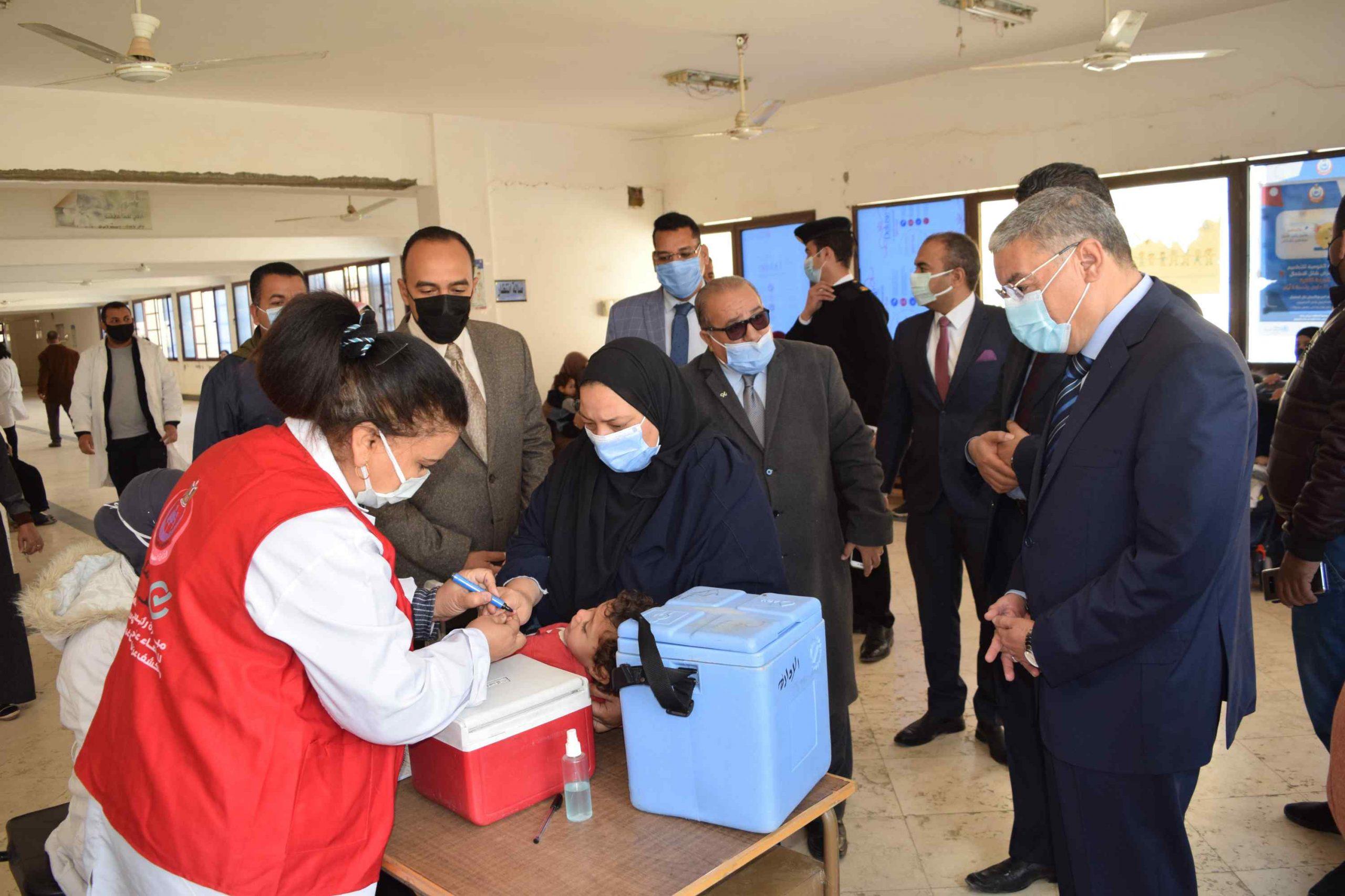 محافظ المنيا يتابع حملة شلل الاطفال