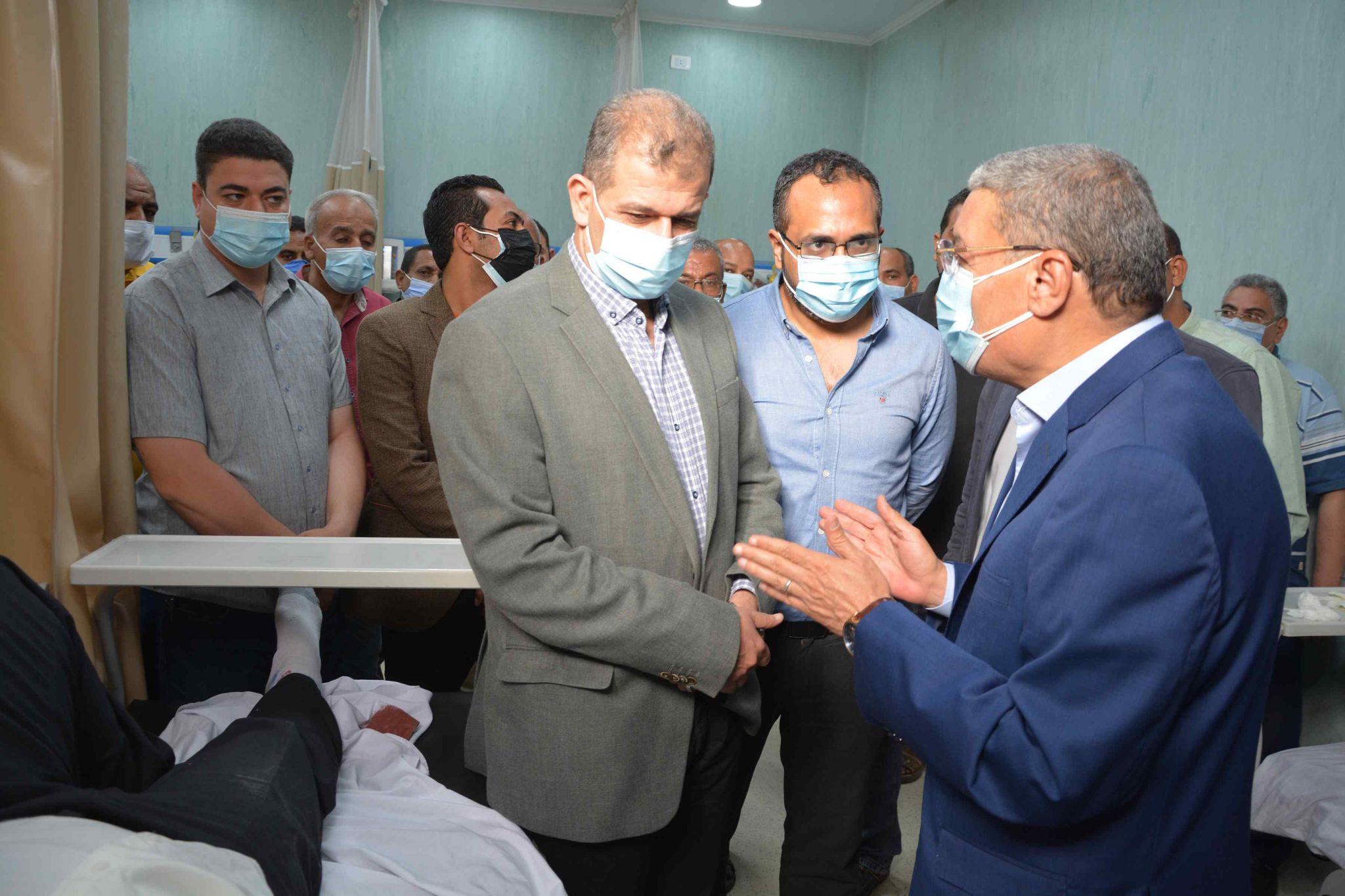 محافظ المنيا يزور رئيس ابو قرقاص بالمستشفى