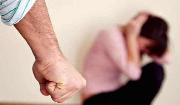 الزوجات يتعرضون للعنف