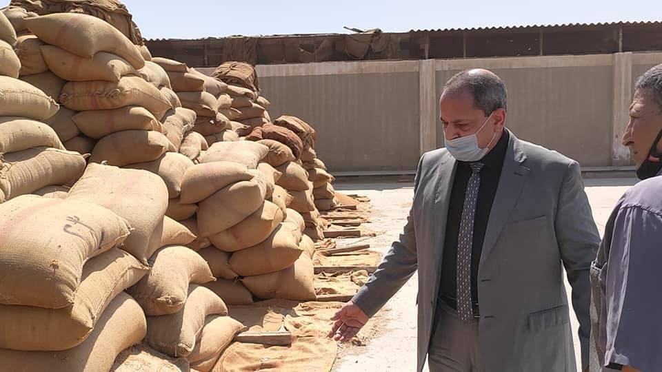 وكيل الوزارة يتابع توريد القمح بالمنيا