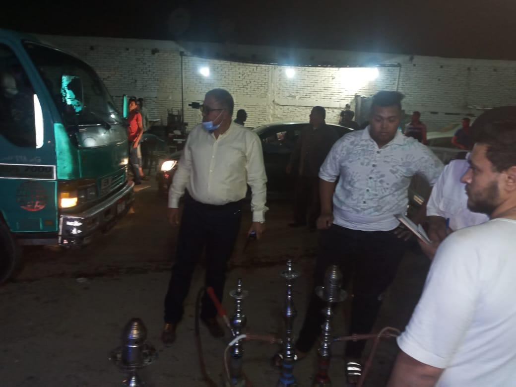 رئيس حي البساتين أثناء حملاته على المقاهي