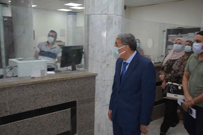 القاضى يتفقد مركز خدمة المواطنين