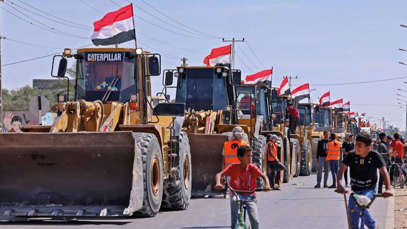 معدات مصرية في فلسطين