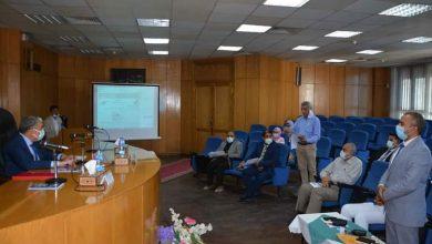 محافظ المنيا خلال الاجتماع