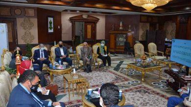 محافظ المنيا يلتقى مسئولى وزارة البيئة