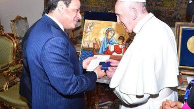 السيسى يكرم بابا الفاتيكان