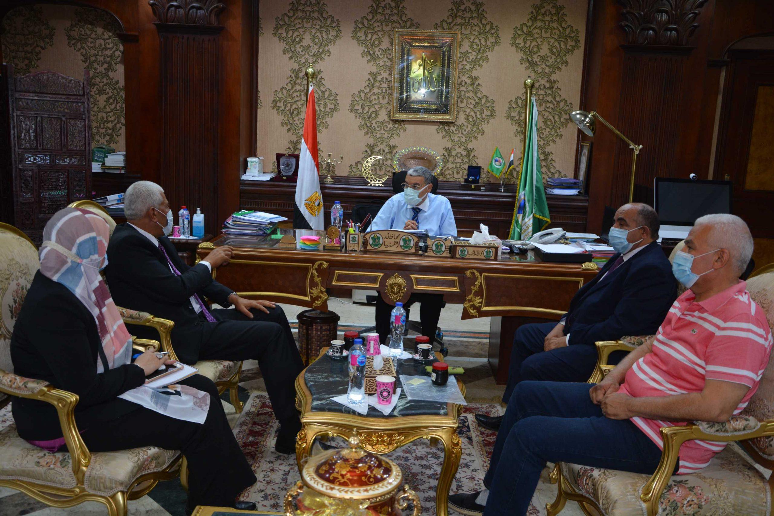 محافظ المنيا يلتقى نقيب الزراعيين