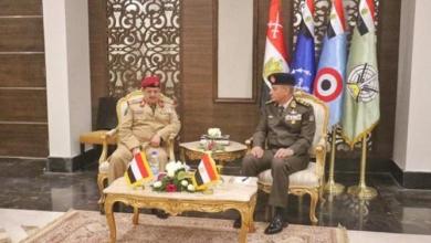 وزير الدفاع يلتقى نظيره اليمنى